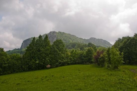Pogled na Veliki Vranj sa livada ispod Malog (zgodno mesto da ostavite terensko vozilo)